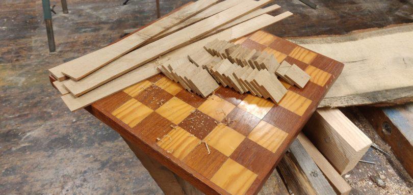 På juleverkstedet kan du blant annet lage ditt eget sjakkspill.