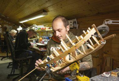 Modellbåtlagets leder Mathias Hansen